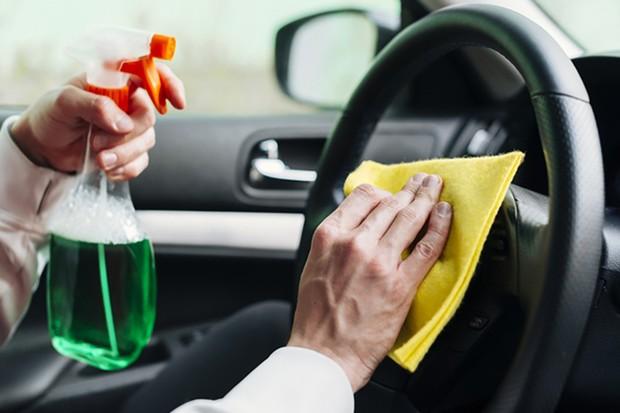 A limpeza dos volantes deve ser feita sempre que possivel (Foto: Freepik Divulga;'ao)