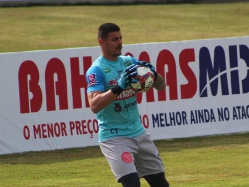 Renan Rinaldi vai tentar parar o principal ataque da competição  — Foto: Guilherme Pannain/Assessoria P2