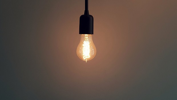 Lâmpada; energia elétrica; luz (Foto: Pexels)
