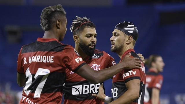 Bruno Henrique, Gabigol e Arrascaeta comemorando gol do Flamengo