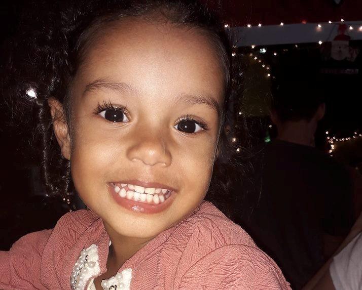 Família de menina morta por bala perdida desabafa após 2 anos sem respostas: 'Omisso com a dor'