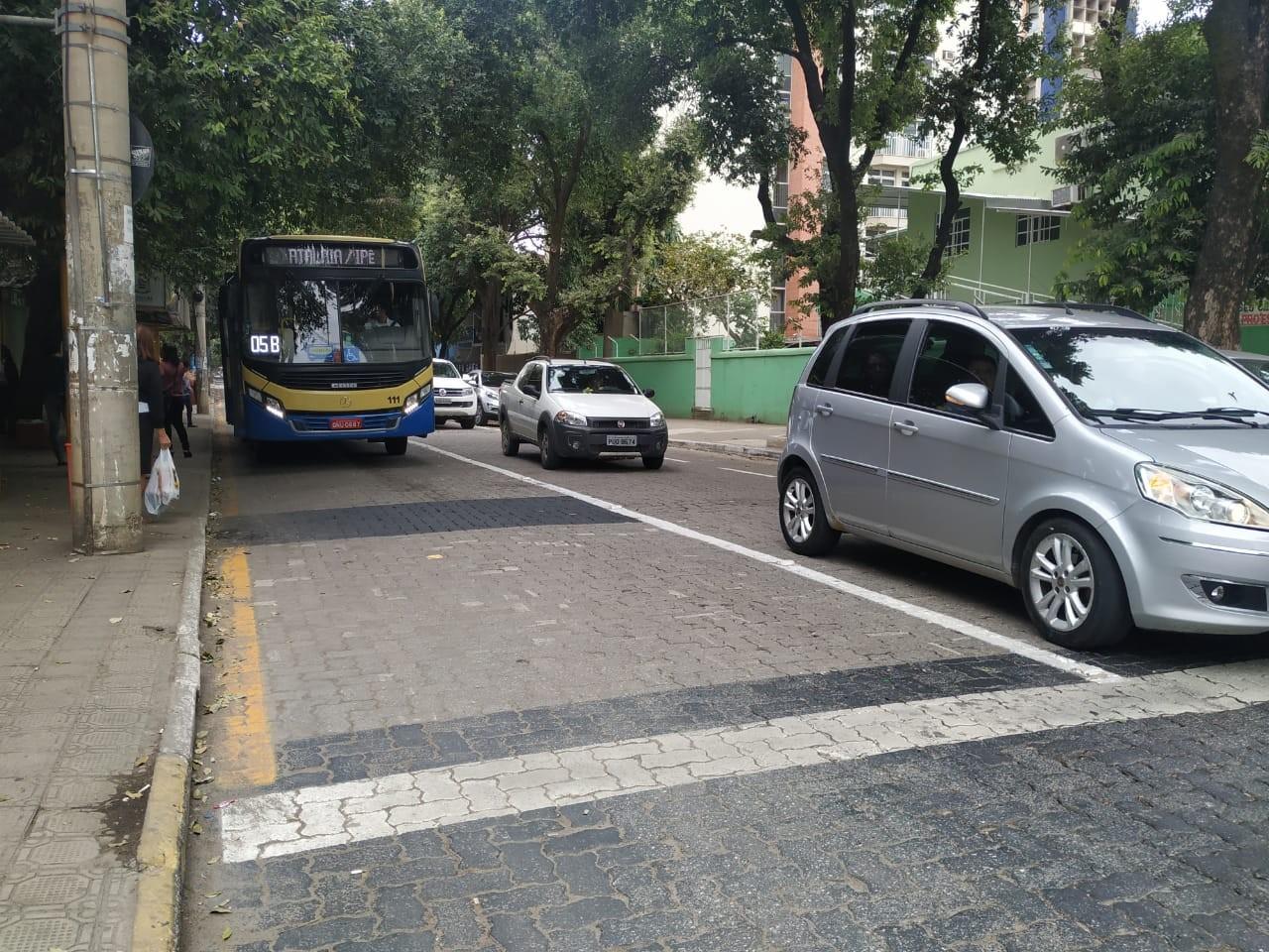 Governador Valadares recebe faixa exclusiva para transporte coletivo - Notícias - Plantão Diário