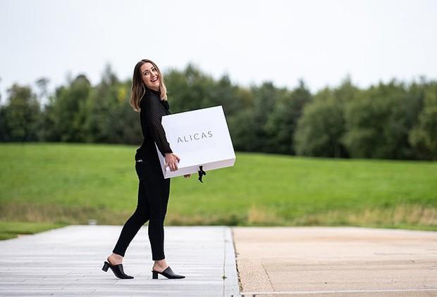 """Mulher abre empresa que faz """"guarda-roupa"""" para vítimas de violência doméstica (Foto: Divulgação)"""