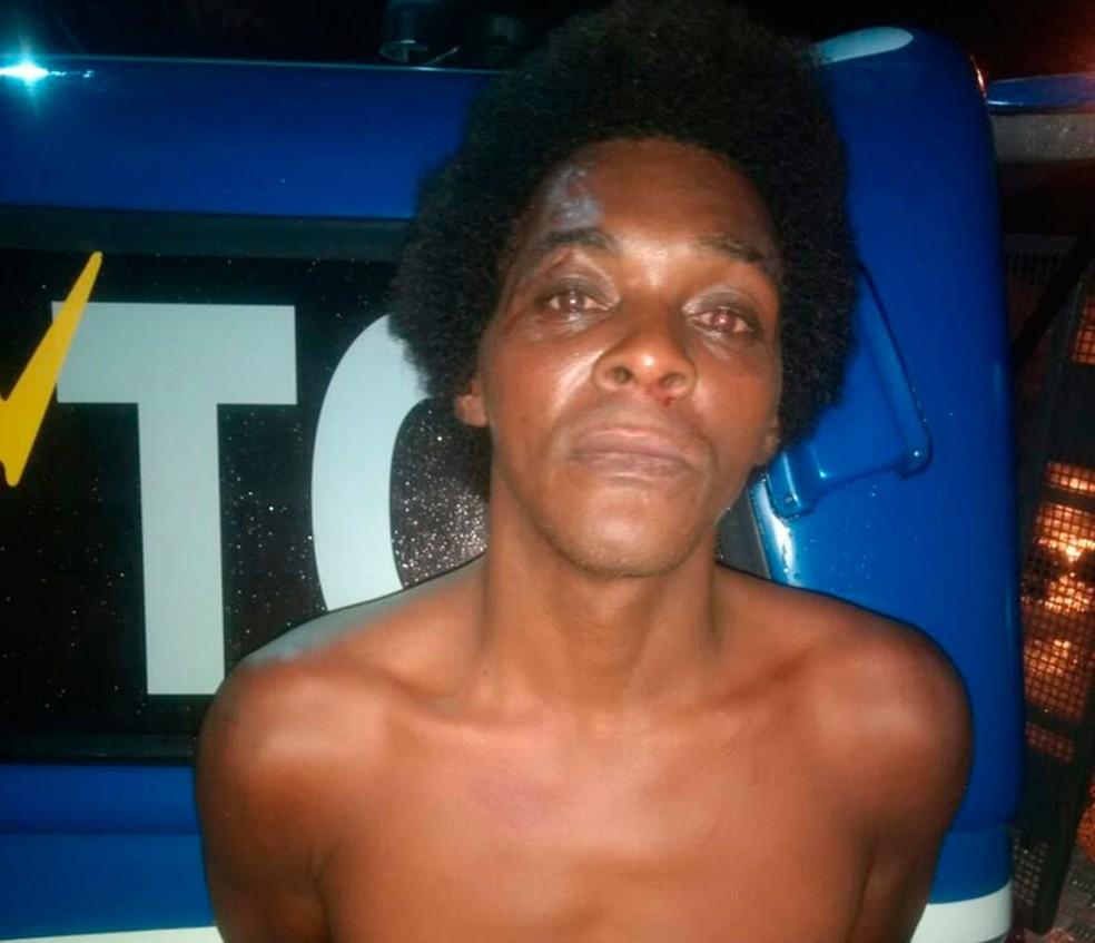 Homem foi preso no momento em que estuprava idosa de 63 anos em Salvador (Foto: Divulgação/SSP-BA)