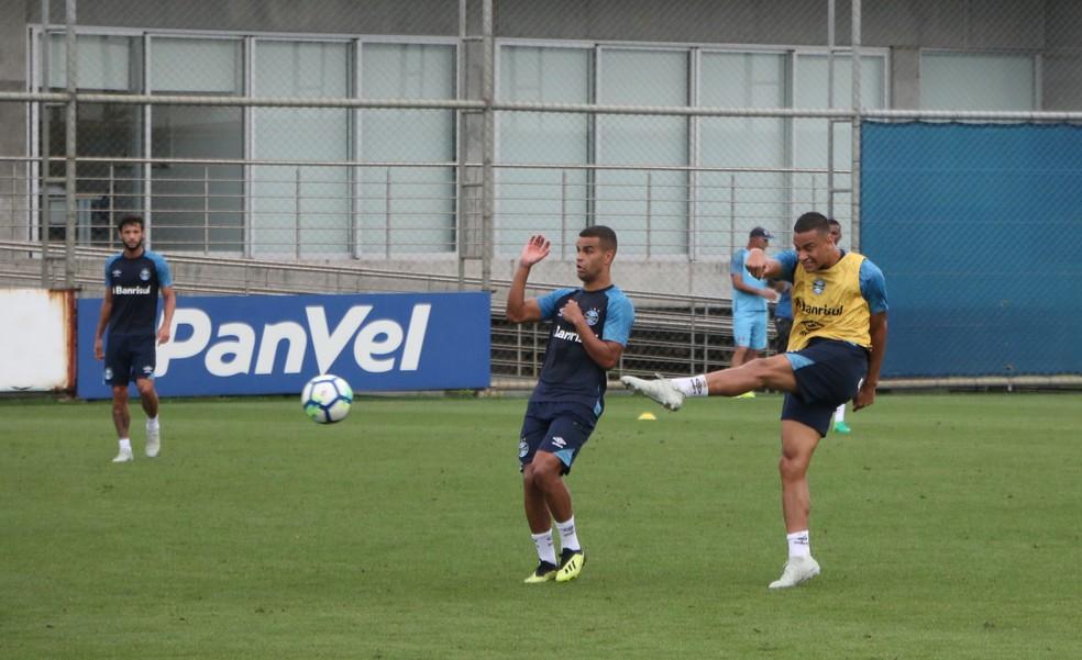 Thonny faz gol em treino — Foto: Eduardo Moura