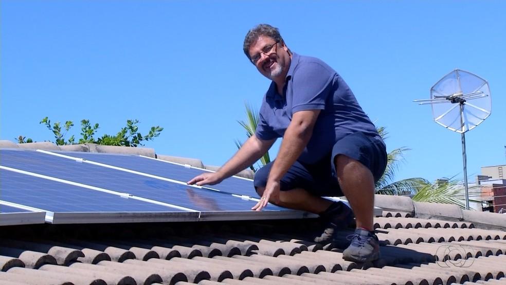 Morador de Palmas instala sistema de energia solar e reduz a conta de luz em 90% (Foto: Reprodução/TV Anhanguera)