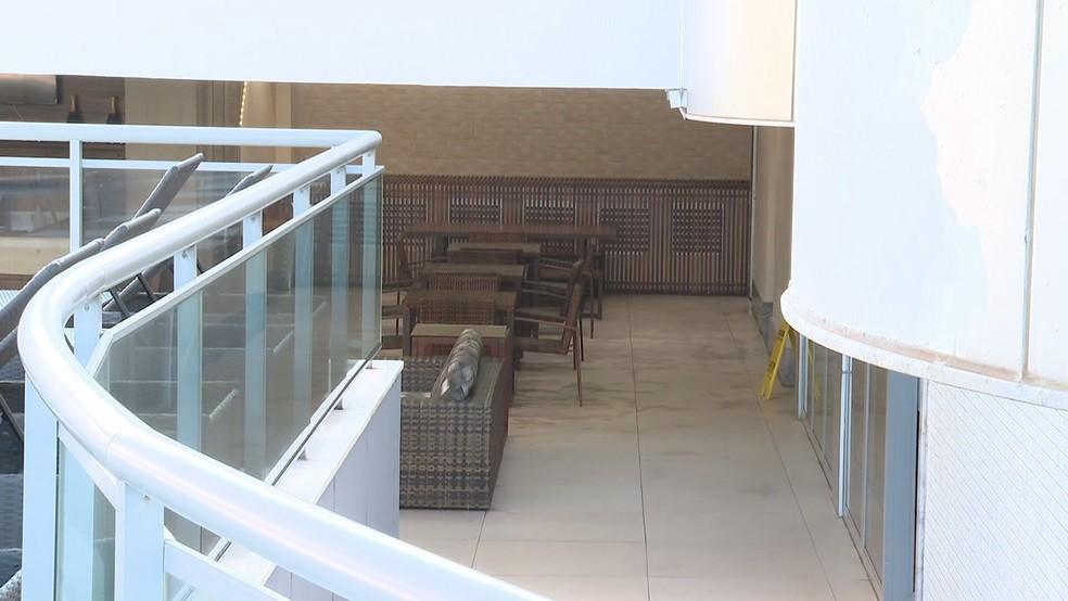 Vão do hotel onde MC Kevin caiu, segundo a polícia — Foto: Reprodução/TV Globo