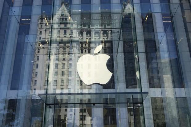 Logo da Apple na fachada de loja em Nova York (Foto: Don EMMERT / AFP)