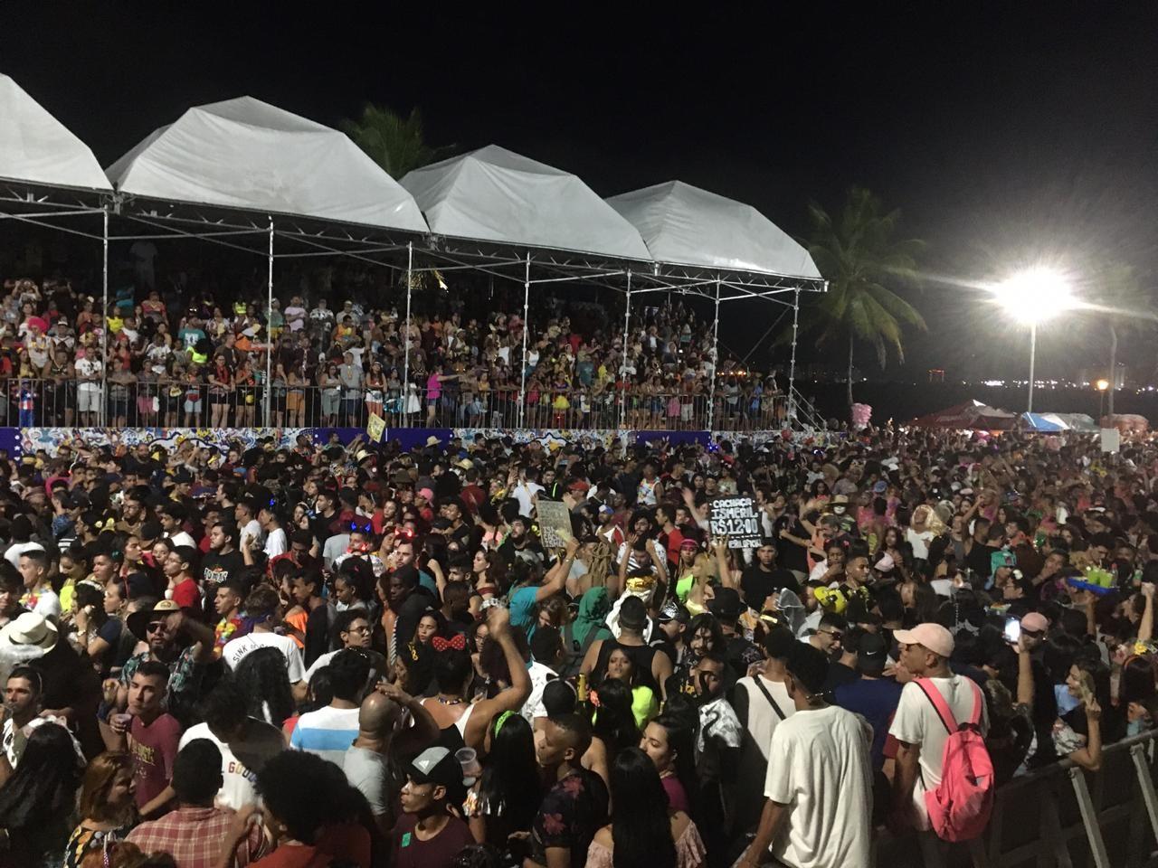 Mais de 30 mil foliões se divertem no segundo dia do carnaval de São Luís