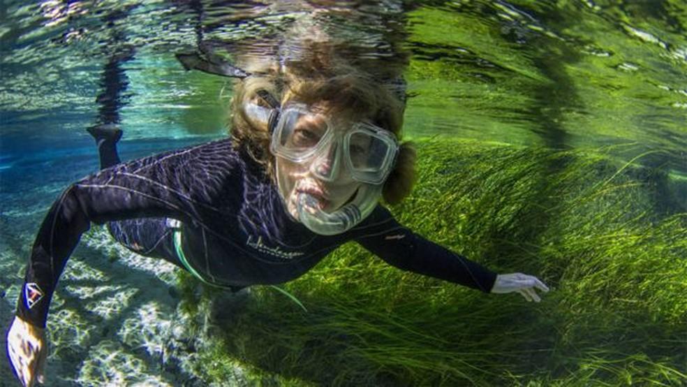 Mary Power descobriu que o fenômeno também acontecia em água doce — Foto: Passion Pictures/BBC