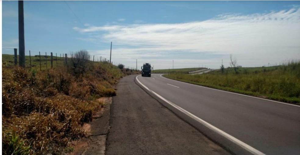 Segundo a Polícia Rodoviária, o motociclista se perdeu em uma curva e bateu contra uma cerca na SP-294 — Foto: Arquivo pessoal