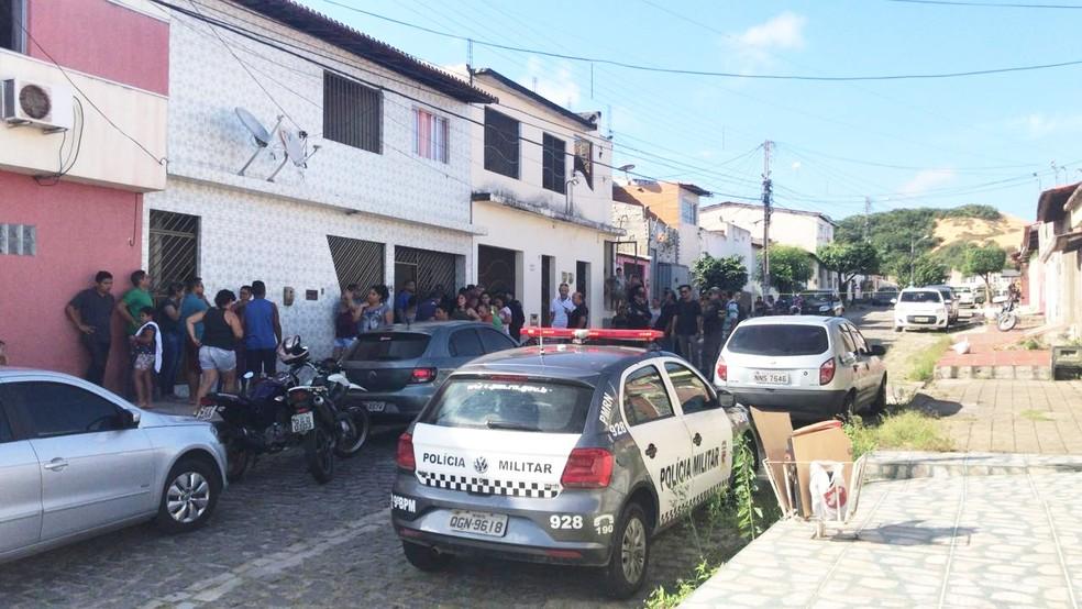 Crime aconteceu na Rua Olinda, no bairro de Cidade da Esperança, na Zona Oeste de Natal — Foto: Kleber Teixeira/Inter TV Cabugi