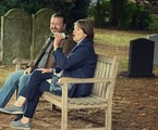 Cena da série 'After life' | Ray Burmiston/Netflix