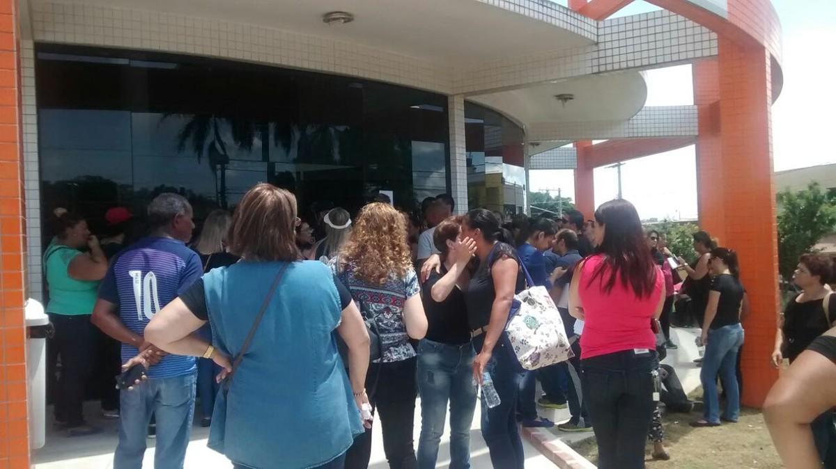 Professores de Ferraz fazem manifestação contra redução de benefícios e mudanças na carga horária curricular
