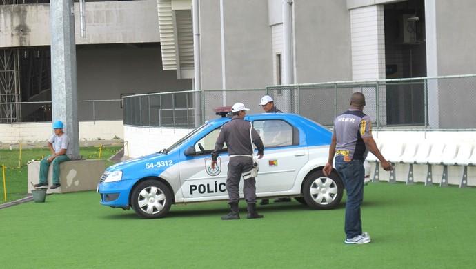 Policia no Engenhão (Foto: Thales Soares)