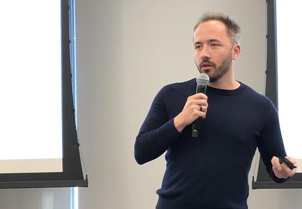 Drew Houston, cofundador e CEO do Dropbox, fala na sede da companhia (Foto: Época Negócios)