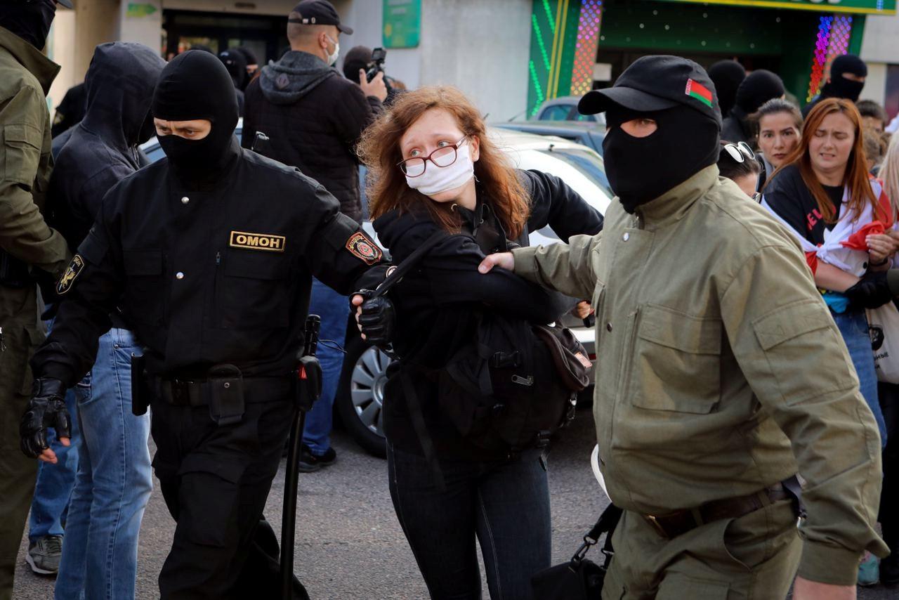 Hackers vazam dados de mil policiais após repressão durante protestos em Belarus