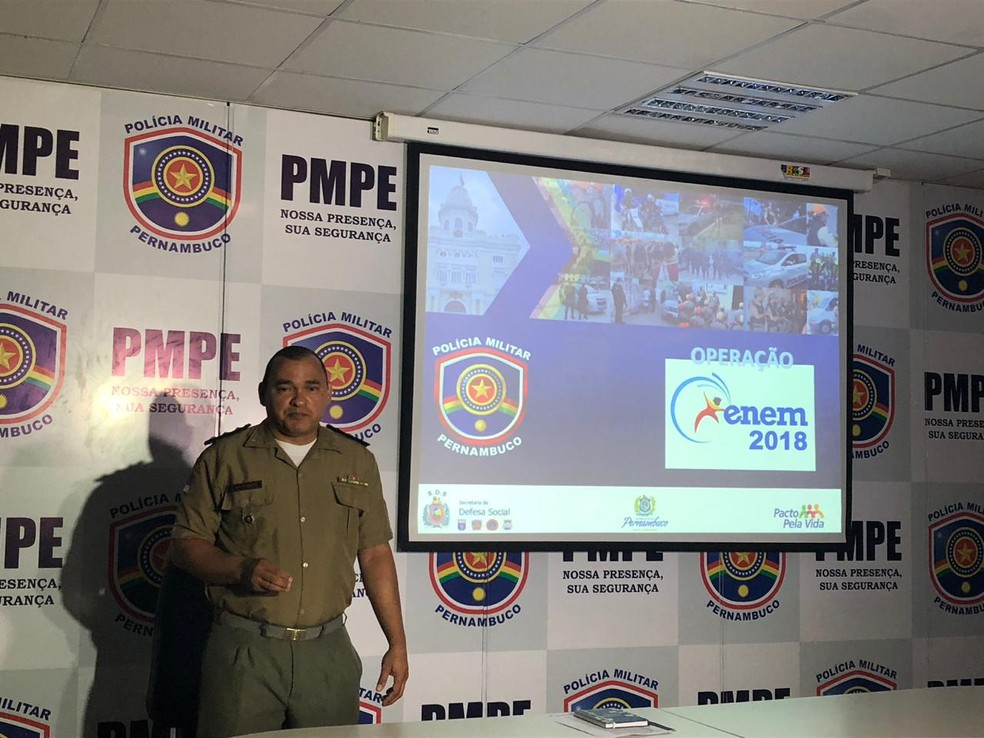 Polícia Militar de Pernambuco detalhou esquema de segurança para o Enem deste ano em coletiva nesta segunda-feira (29), no Recife — Foto: Marina Meireles/G1