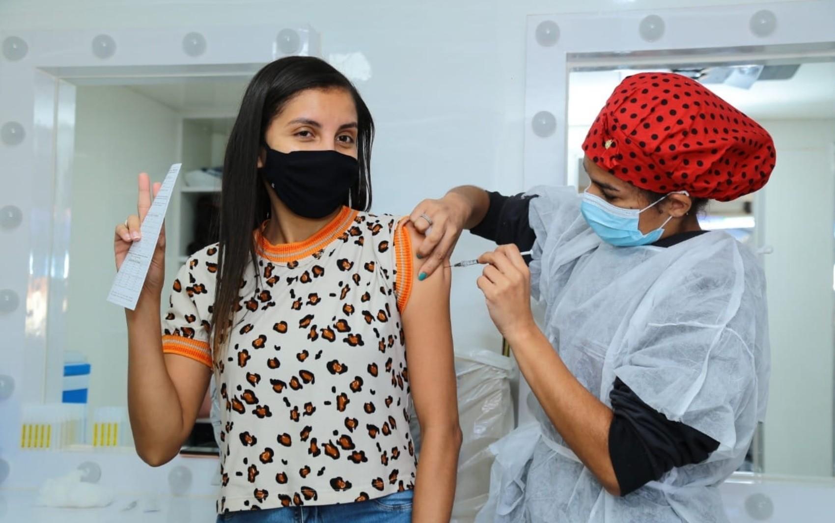 Aparecida de Goiânia segue vacinação contra Covid para adolescentes com mais de 12 anos que possuem comorbidades