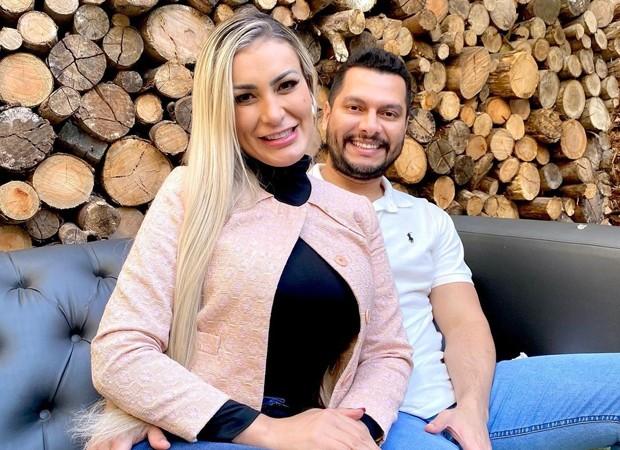 Grávida, Andressa Urach anuncia fim do casamento: Não estou bem