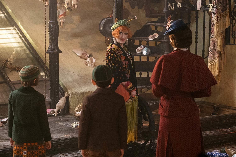 Meryl Streep, Emily Blunt, Pixie Davies, e Nathanael Saleh em 'O Retorno de Mary Poppins' (2018) (Foto: Divulgação)
