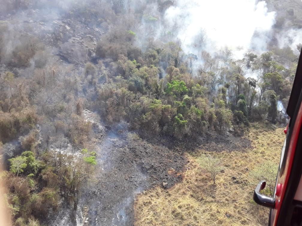 Área foi queimada no Pico do Gavião em Andradas (MG) — Foto: Corpo de Bombeiros