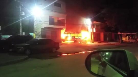 Micro-ônibus é incendiado no município de Maragogi