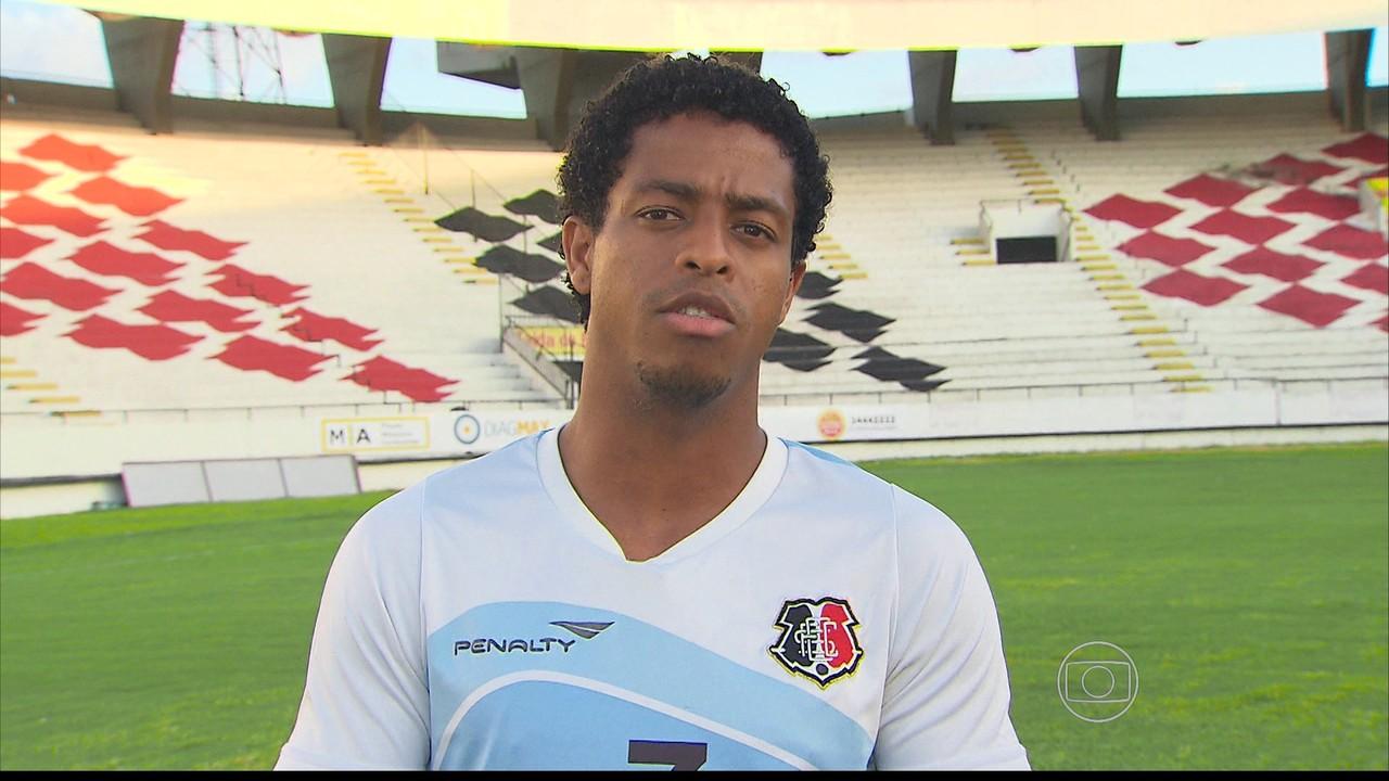 Apesar dos poucos gols para a posição de atacante, Keno ganha elogios de Martelotte