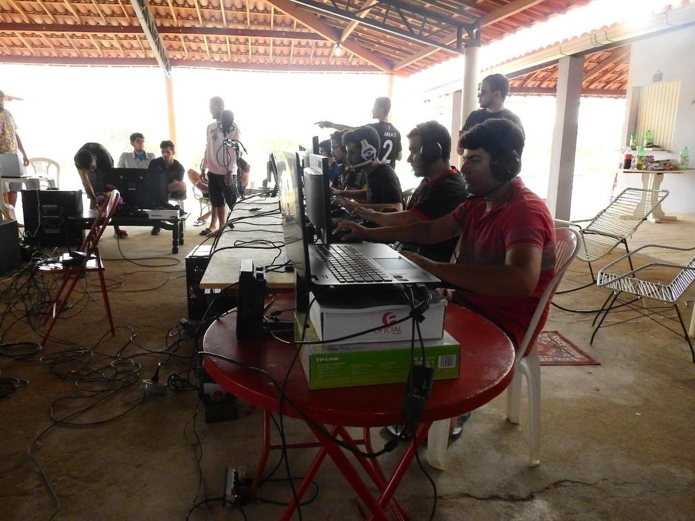 """Para jogar CS:GO, jogadores de Paulistana fizeram campeonatos em sítios. O início de um sonho... Deu tudo certo  — Foto: Arquivo Pessoal/Igor """"and1"""" Bruno"""