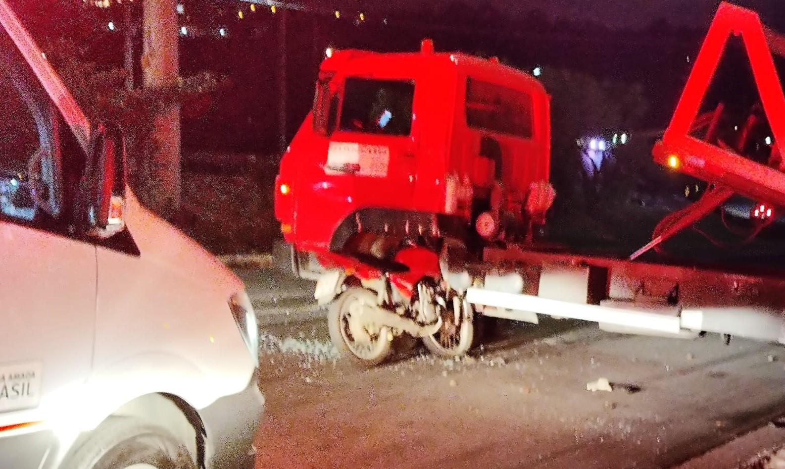 Motociclista fica ferido após bater em caminhão guincho em Jundiaí