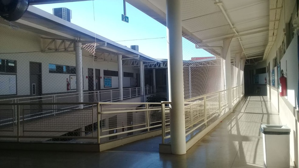 Em escola de Palmas, corredores ficaram vazios durante a tarde de votação (Foto: Divulgação)