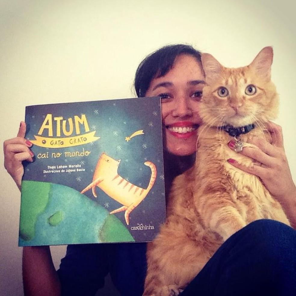 Segundo livro da série 'Atum, o gato grato' foi lançado em Sorocaba neste mês (Foto: Thais Laham/Arquivo pessoal)