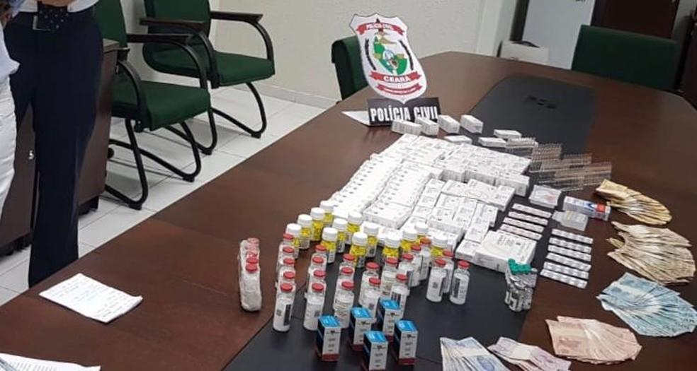 Anabolizantes apreendidos na casa de suspeito no Mondubim, em Fortaleza — Foto: Marcela de Lima/ TV Diário