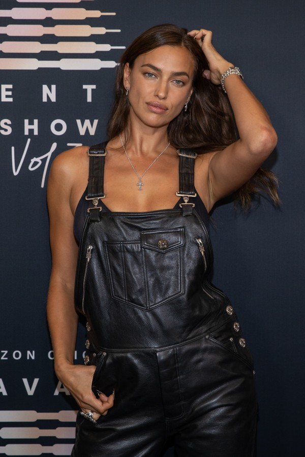 LOS ANGELES, CALIFORNIA - SEPTEMBER 22: In this image released on September 22, Irina Shayk attends Rihanna's Savage X Fenty Show Vol. 3 presented by Amazon Prime Video at The Westin Bonaventure Hotel & Suites in Los Angeles, California; and broadcast on  (Foto: Getty Images for Rihanna's Savag)