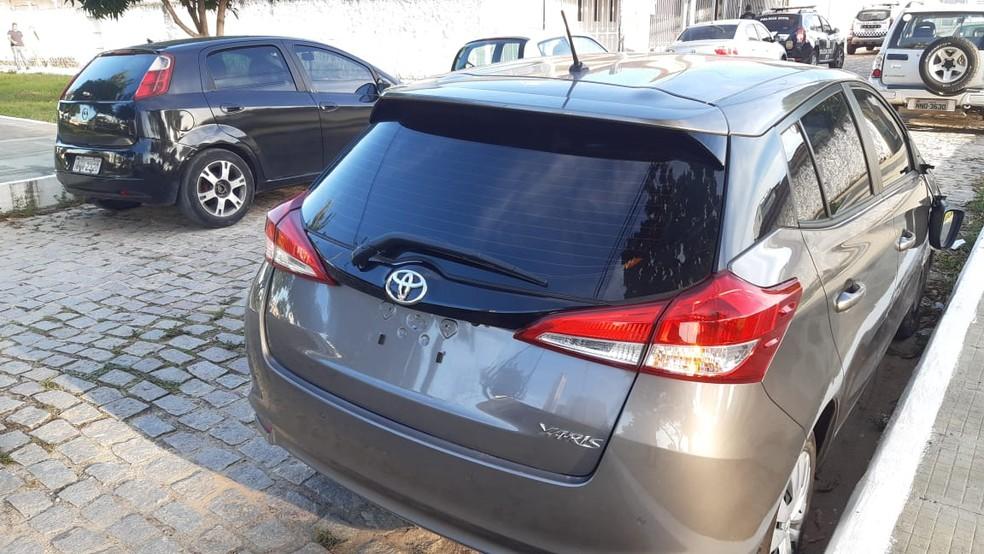 Carros roubados utilizados na ação dos bandidos foram recuperados pela polícia — Foto: Sérgio Henrique Santos/Inter TV Cabugi