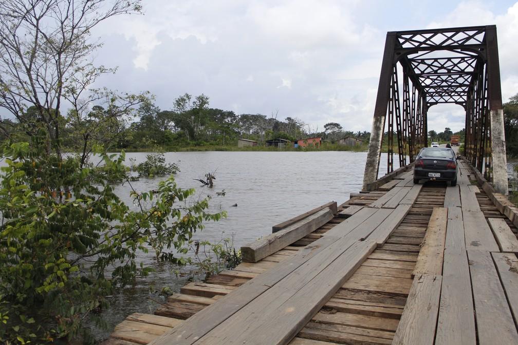 Famílias deixam suas residências devido a cheia nos rios Araras e Madeira em RO