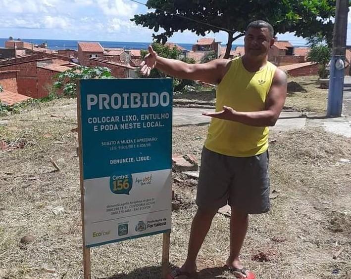 Homem é assassinado a tiros dentro de campo de futebol em Fortaleza
