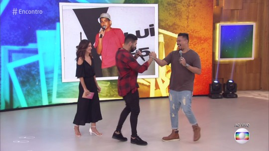 Dilsinho recebe surpresa de Bruno, do Sorriso Maroto