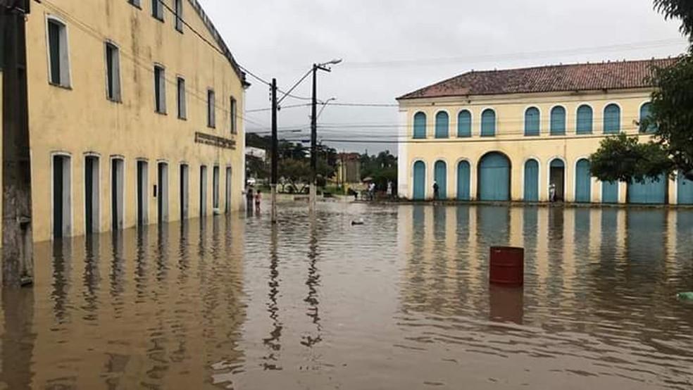 Inundações no Centro Histórico de Laranjeiras — Foto: Evaldo Mota