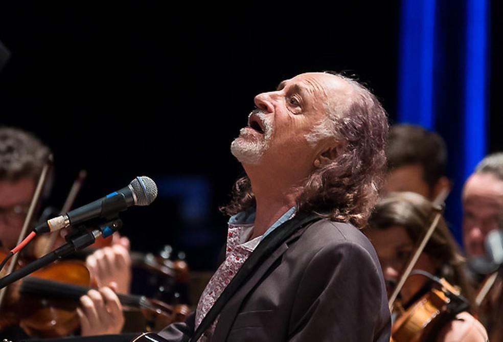 Alceu Valença faz live em homenagem a Paulo Freire — Foto: Íris Zanetti/Divulgação