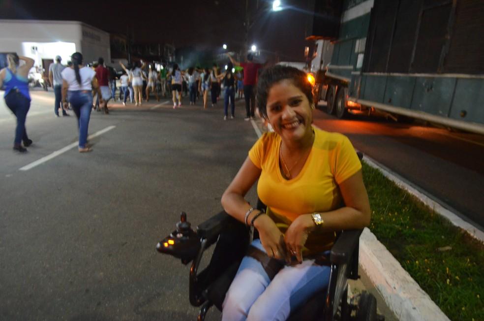 Roberta Galvão, de 23 anos, que não perde nenhuma marcha (Foto: Anny Barbosa/G1)
