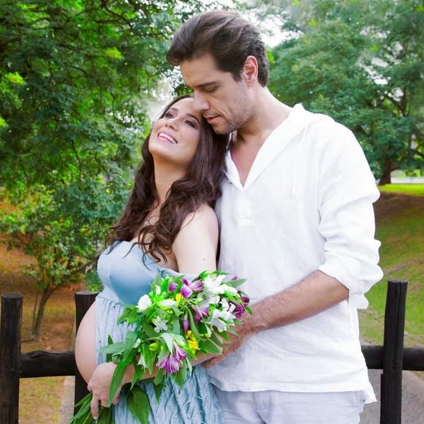 Aline Frare e Thiago Arancam (Foto: Estúdio Gisele Fap)