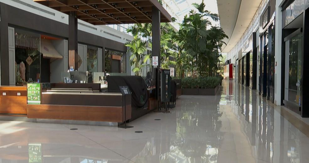 Shoppings reabrem, nesta segunda-feira (7), em Ribeirão Preto (SP) — Foto: Reprodução/EPTV