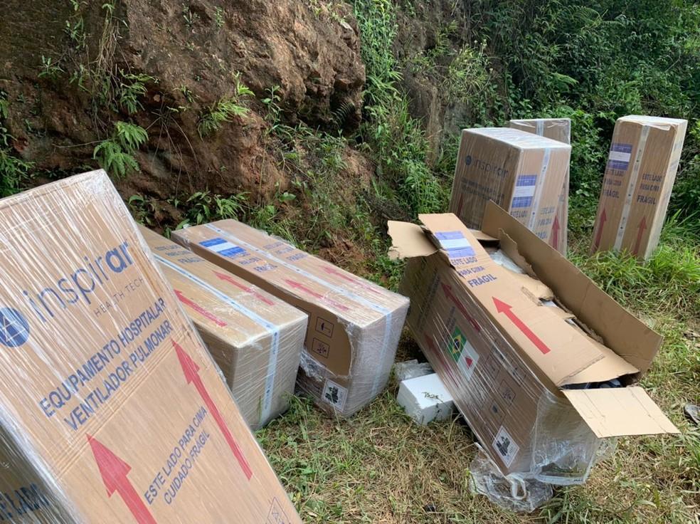 Respiradores roubados de hospital são localizados em estrada rural na Grande SP. — Foto: PM/Divulgação