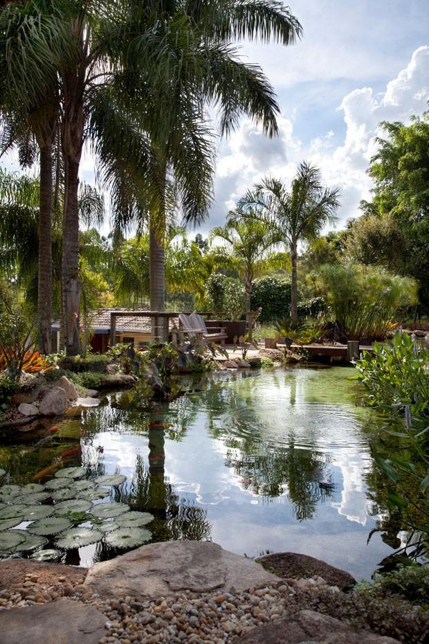 Lago de 85 m² é destaque de casa em Campinas (Foto: Marcos Antonio da Silva/Divulgação)