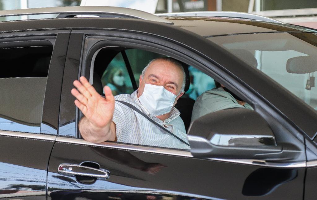 Prefeito de Curitiba recebe alta do hospital após internamento por pneumonia causada pela Covid-19