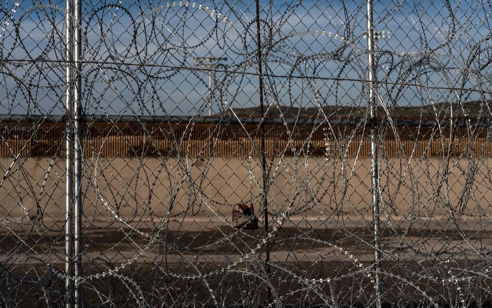 Nenhum migrante que cruzou a fronteira terrestre do México para os EUA foi condenado por ataque terrorista — Foto: Guillermo Arias/AFP