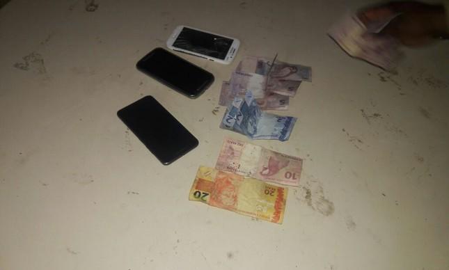 Celulares e dinheiro em espécie foram recuperados pela polícia