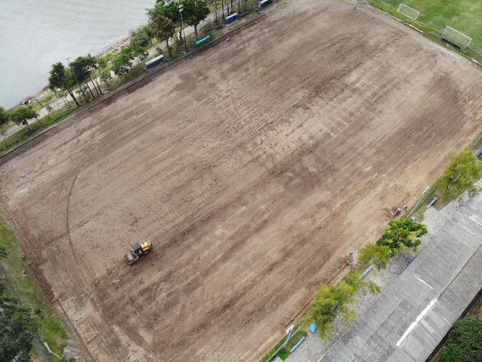 Grêmio inicia instalação de gramado sintético no CT do Cristal — Foto: Greenfield/Divulgação