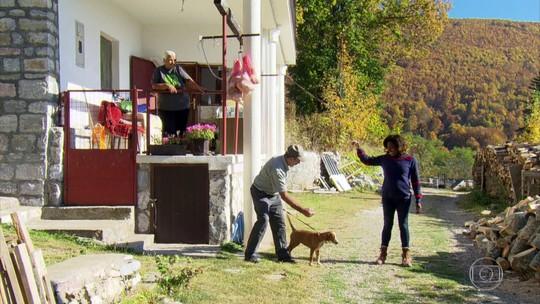 Casal enfrenta o inverno da Macedônia do Norte completamente isolado nas montanhas